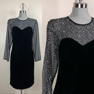 Vintage Black Velvet Enclosed Sweetheart Neckline